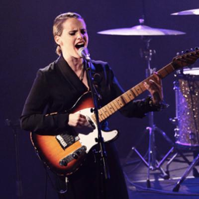 ANNA CALVI LIVE TRIANON 2011
