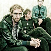 A PLACE TO BURY STRANGERS BIOGRAPHIE