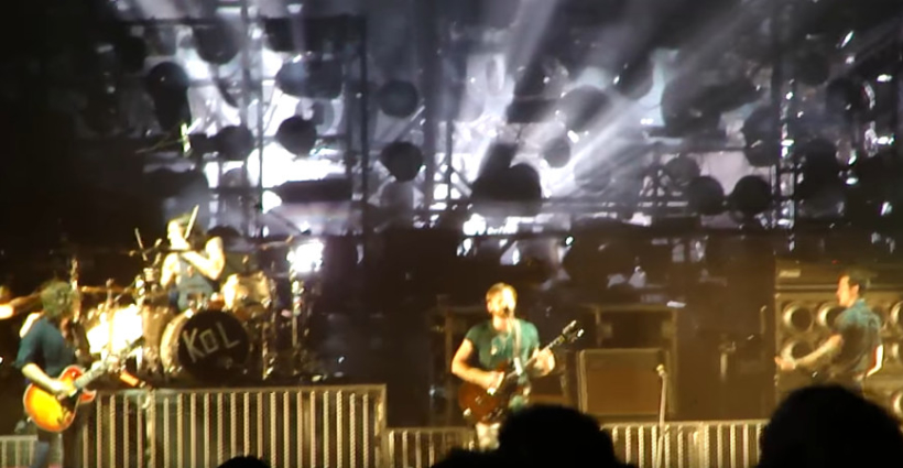 kings_of_leon_concert_pigeons_2010