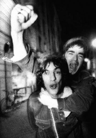oasis_the_verve_arrest_1994