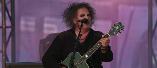 robert_smith_on_stage_1