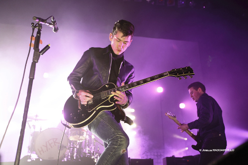 alex_turner_guitar