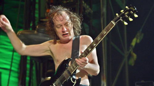 angus_young_foot