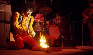 jimi_hendrix_burn_guitar_day